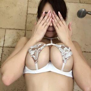 森咲智美のグラビア水着画像